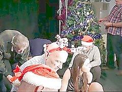 Kahdeksan perv vanhoja miehiä ryhmäseksiä siliconed joulupukki rouva