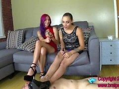 Amadahy und Sasha - Chastity Slave Licks Schuhe und Worships Feet