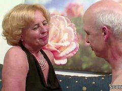 Deutsche Oma ja Opa ficken das erste Mal vor der Kamera