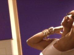 Buxom latina bebê Kiara Mia tem sexo interracial com bandido