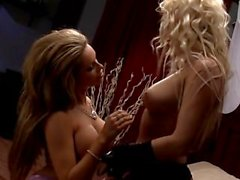 Gemma con massey escena del de Nikita de 3 Lesbian de strapon