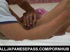 Junna Kawai a seins aspirés et twat sombre baisée pendant le sommeil