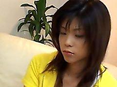Kurumi hübsch Asian Teen spielt mit den Möse und schluckt