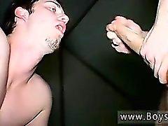 Boy seks genç gay pornosu Piss chugging tuvalet twink Kaleb S