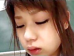 Schülerin Saugen Hahn gefickt von ihrer Lehrerin im Klassenzimmer