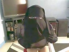 musulmane qui leve le voile