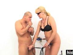Опытная хозяйка удовольствий ее покорную рабыню