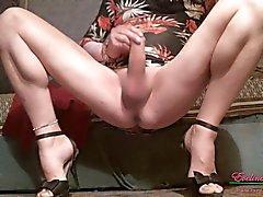 Streichelt Klitoris Kahler Beine gespreizt