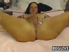 Big tissi perse brunette Emily Addison masturboi