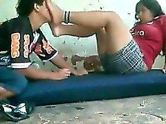 Arabische Füße von einem geilen Kerl angebetet