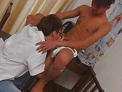 Porno Arzt hat Mund Sex mit Charmantes Asiatischer Junge