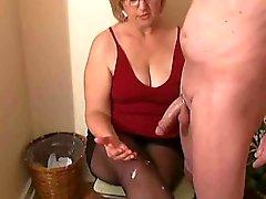 Жа Watson предоставляет соседке мастурбирует
