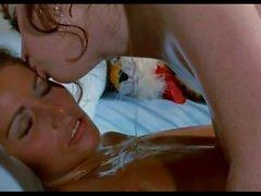 masaje lesbico, lesbianas frotando sus hermosos cuerpos