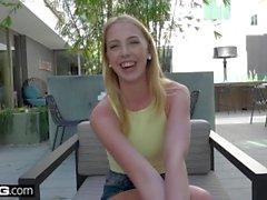 Bisex teen Chloe Scott hitachi ile oynamak için hendek sınıf