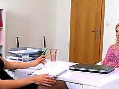 Blonde babe gets face sitting in casting