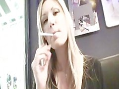 Seins fume Carol Goldnerova