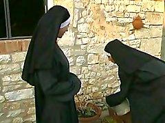 Dirty Nunnatemppeli ( 2003) koko elokuvan seuraavasta
