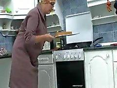 Mummo keittiössä R20 Terveydelle