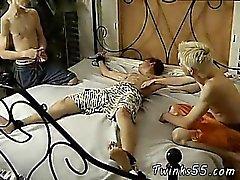 Мужчина Video работаю в нагой веселым Tickle За Эван