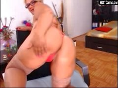 Amateur Chubby Mature Striptease
