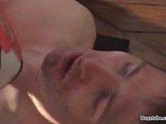 Slave bekommt zertrampelt stampfen Sitzung