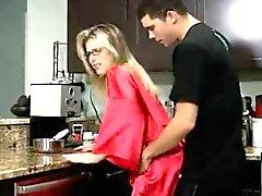 mamá cocina, al lado la madre anal