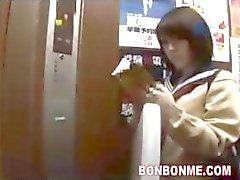 Boquete Estudante japonesa E fodida em Elevador