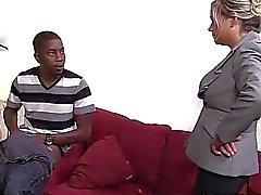Seksi anneler lexxi Kirpik O'nun İlk Interracial Siktir alarak