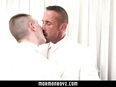 MormonBoyz - Hung muscle daddy barebacks his twink