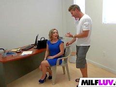 Sexy Ass MILF Carmen Valentina knullas