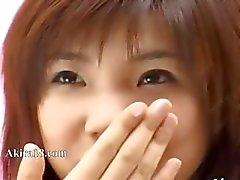 upea japanilainen tyttö kiusanteko itse