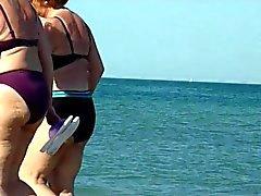 le nonne sexy del spiate sulla spiaggia