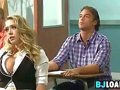 Opiskelijalla on seksi opettajan kanssa