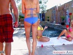 Sexy Frauen Emma Starr, Jessica Jaymes und Nikki Benz teilen Hahn