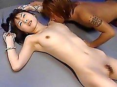 Nätti tyttö on kidutettu