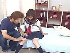 Japon kız öğrenci Hina Kawai onu kedi o darbeler öncesi ile oynanan alır