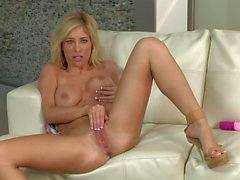 Hot porn diva Tasha Reign and her pink toy