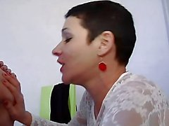 Sofia Pearl et sa copine sodomisee au grenier