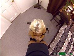 Britney Amber knullar och suger en stor kuk i POV stil
