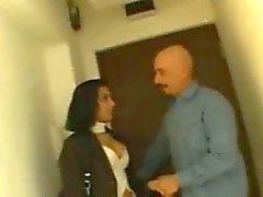 Morena sexy indio novia hablando con un chico