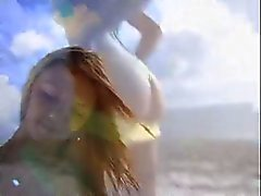 Blonde le branle en bord de plage Une de grosse bite