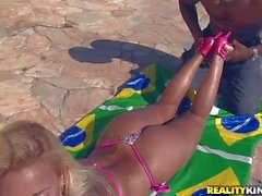Hiady Mansur gets her round brazilian Ass licked outdoors