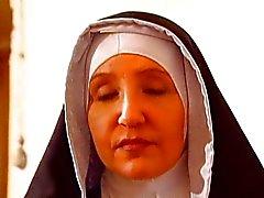 El Suore perversa en la sección Un convento de di del Clausura