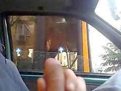 La donna sull'autobus mi guarda