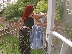 Esposa madura sexy atacado enquanto Hanging Lavandaria - Cireman