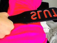 Sexig tjej onanerar med dildo på webbkameran