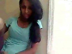 arap müslüman genç kız güzel göğüsleri kamerası flaş