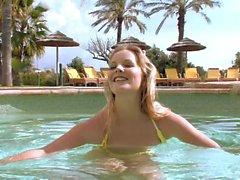 Bikini babe Rose masturbates in the pool
