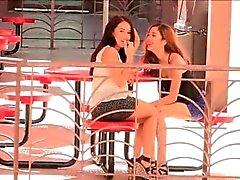 Meagan e Sophia pornô linda morena lésbicas em público