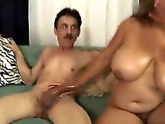 Chubby Latina amam Job Oral